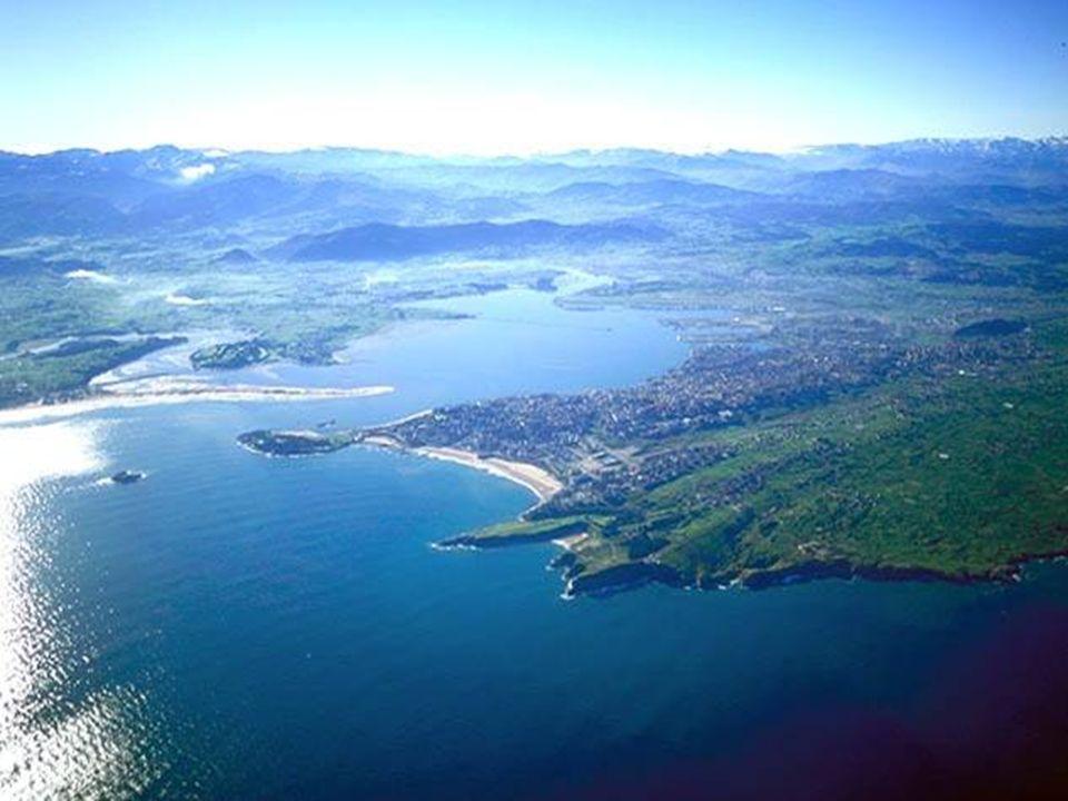 © Autoridad Portuaria de Santander Puerto de Santander (Norte de España) Puerto de Santander (2005) : 6,6 millones de toneladas de tráfico muy diversi