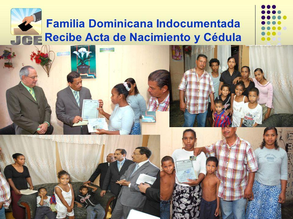 Familia Dominicana Indocumentada Recibe Acta de Nacimiento y Cédula