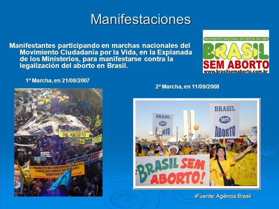 Manifestantes participando en marchas nacionales del Movimiento Ciudadanía por la Vida, en la Explanada de los Ministerios, para manifestarse contra la legalización del aborto en Brasil.