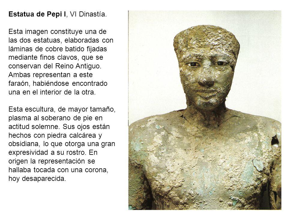 Estatua de Pepi I, VI Dinastía. Esta imagen constituye una de las dos estatuas, elaboradas con láminas de cobre batido fijadas mediante finos clavos,