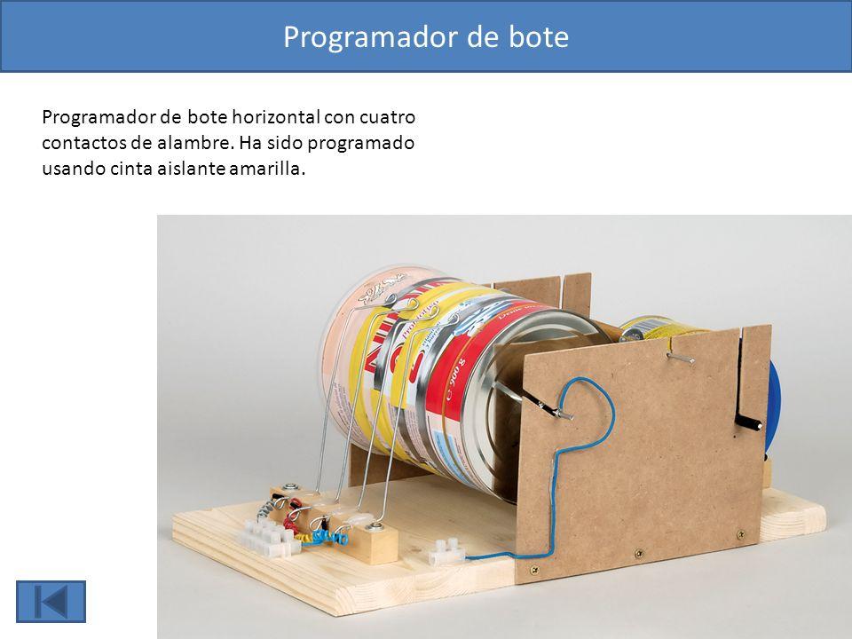 Programador de bote Programador de bote horizontal con cuatro contactos de alambre. Ha sido programado usando cinta aislante amarilla.