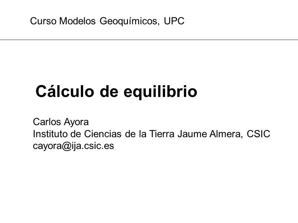 Formulación matemática: equilibrio con dos fases PROBLEMA MG3: calcular el Ca en equilibrio con calcita 9 especies presentes (base de datos): H 2 O, H +, OH -, CO 2 (aq), HCO 3 -, CO 3 2-, Ca 2+, CaCO 3 (cc), CO 2 (g) 5 reacciones entre ellas: 4 especies primarias o independientes: H 2 O, H +, CO 2 (aq), Ca 2+