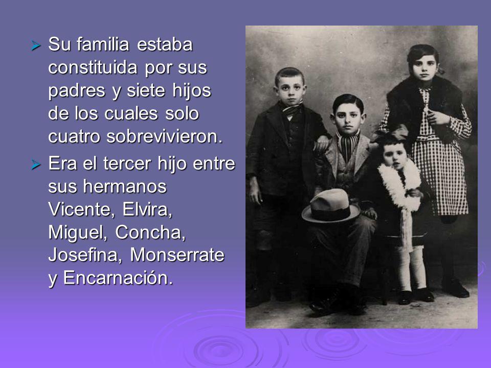 Su familia estaba constituida por sus padres y siete hijos de los cuales solo cuatro sobrevivieron. Su familia estaba constituida por sus padres y sie