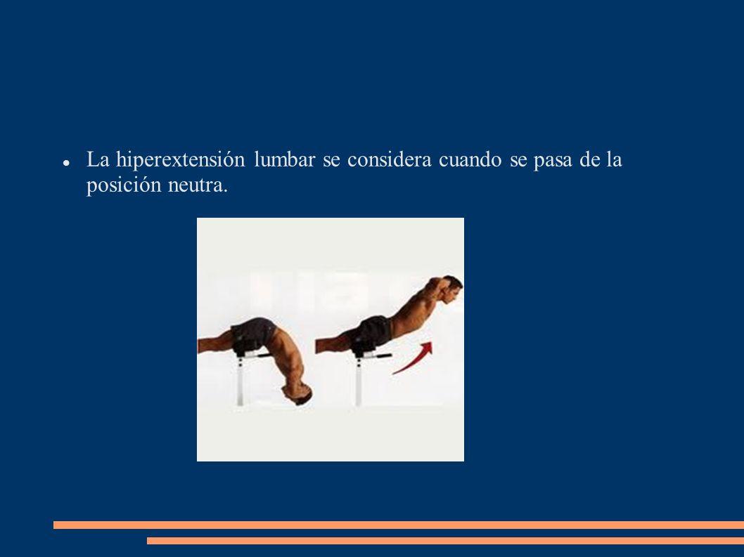 La hiperextensión lumbar se considera cuando se pasa de la posición neutra.