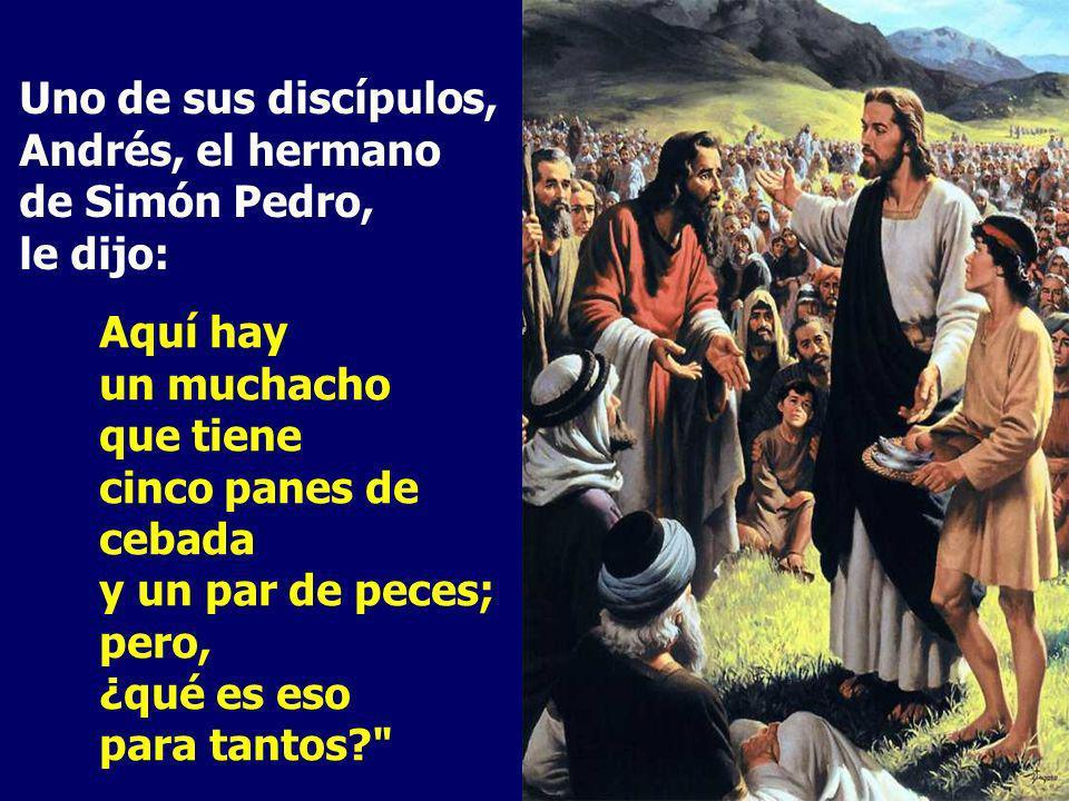 Jesús entonces levantó los ojos, y al ver que acudía mucha gente, dijo a Felipe: ¿Con qué compraremos panes para que coman éstos? Felipe contestó: Dos