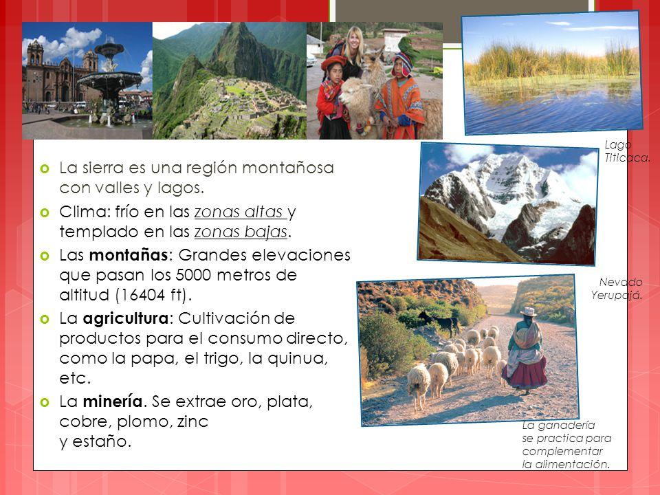  La sierra es una región montañosa con valles y lagos.