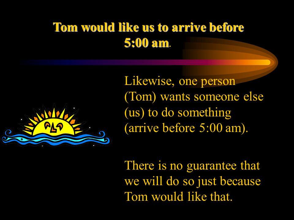 Tom quiere   que   lleguemos antes de las 5:00.