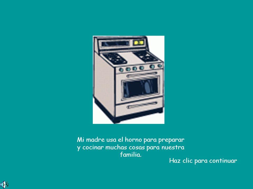 Mi madre usa el horno para preparar y cocinar muchas cosas para nuestra familia.