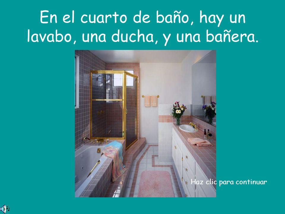 En el cuarto de baño, hay un lavabo, una ducha, y una bañera. Haz clic para continuar