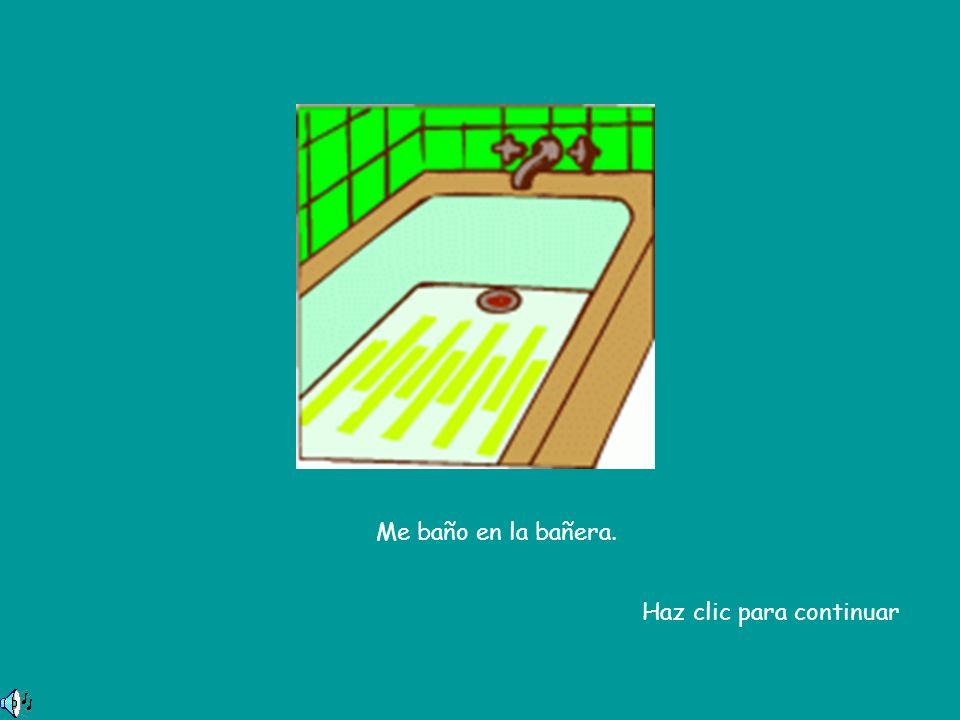 Me baño en la bañera. Haz clic para continuar