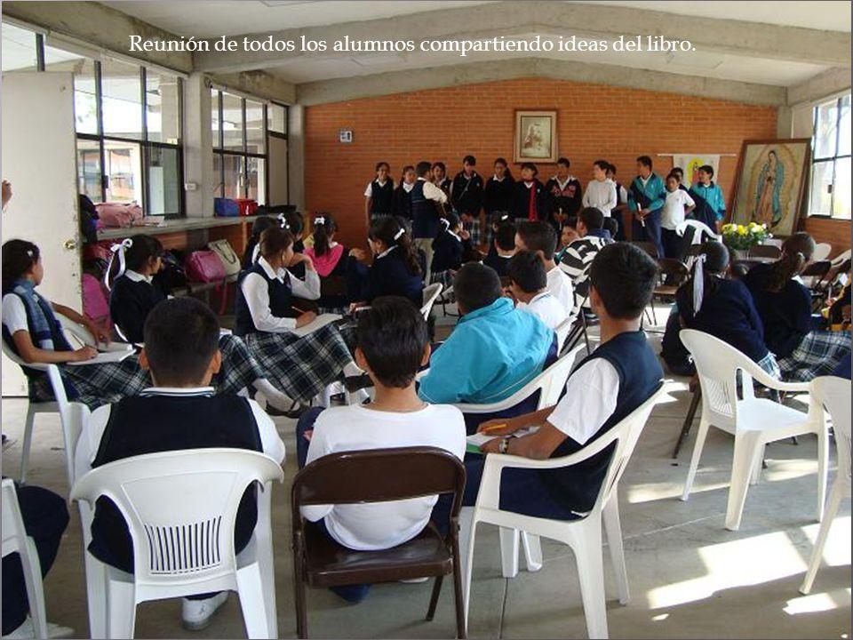 Reunión de todos los alumnos compartiendo ideas del libro.