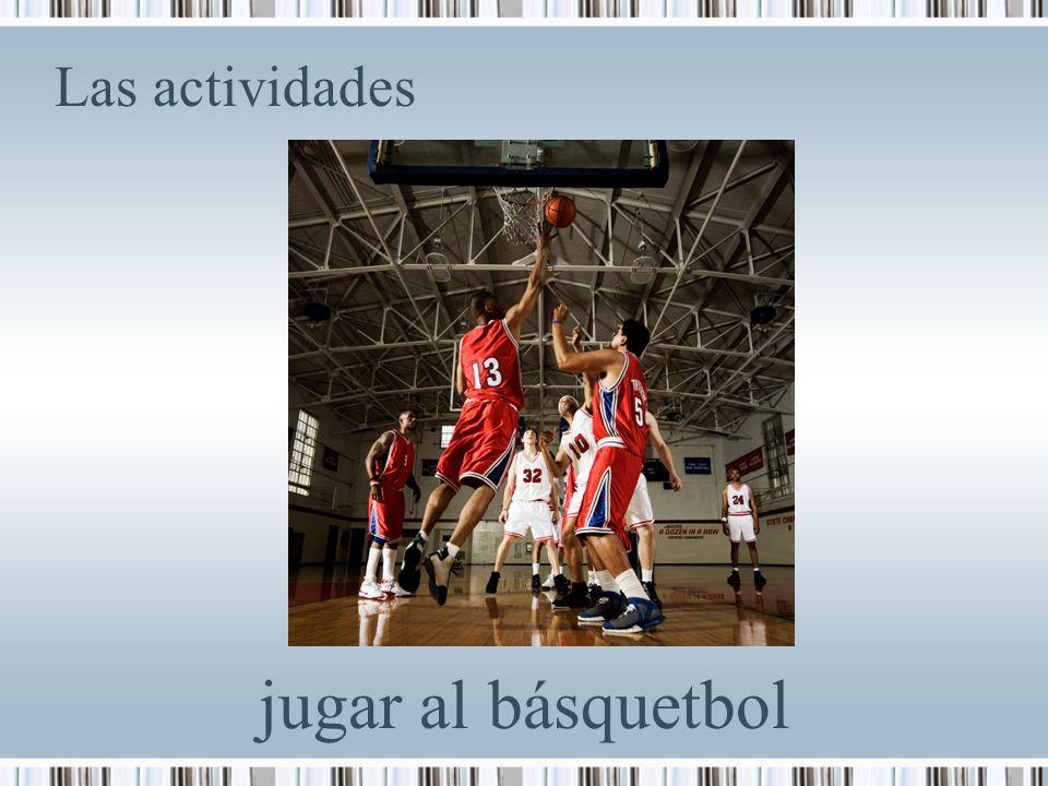 Las actividades jugar al básquetbol