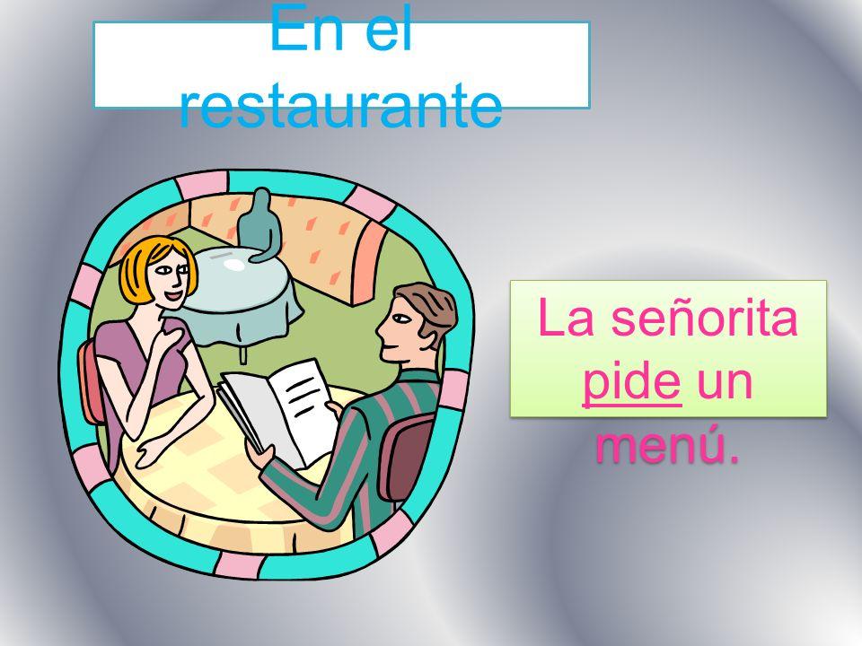 En el restaurante La señorita pide un menú.