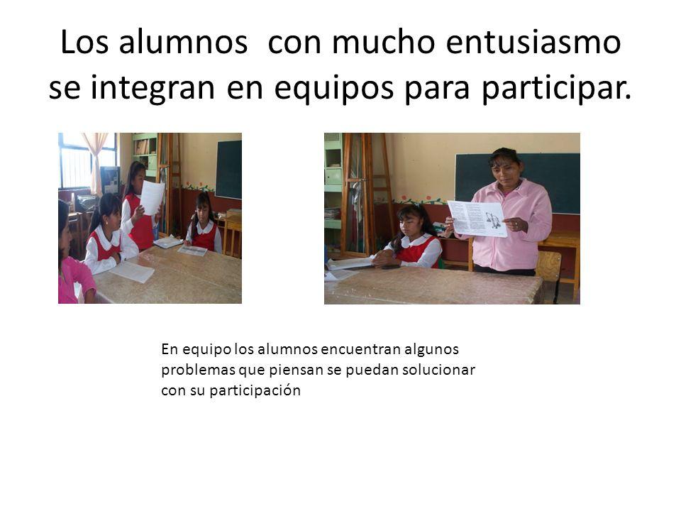 Los alumnos con mucho entusiasmo se integran en equipos para participar.