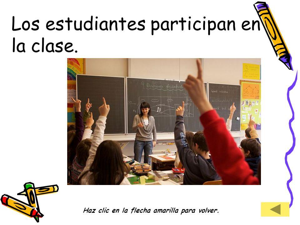 Los estudiantes participan en la clase. Haz clic en la flecha amarilla para volver.