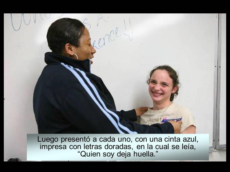 www.vitanoblepowerpoints.net Derechos reservados para el autor Llamó a cada uno de los estudiantes al frente de la clase, uno por uno.