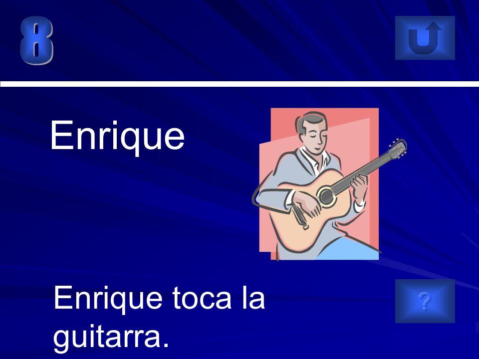 Enrique toca la guitarra. Enrique