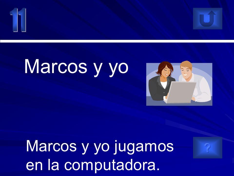 Marcos y yo jugamos en la computadora. Marcos y yo