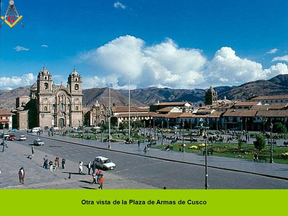 Vista de la ciudad de Cusco desde Sacsayhuamán. Tejados de arquitectura colonial