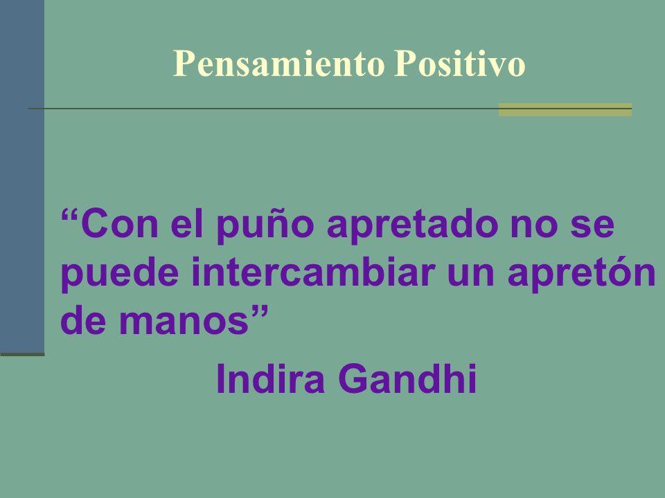 Pensamiento Positivo Con el puño apretado no se puede intercambiar un apretón de manos Indira Gandhi