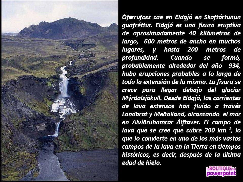 Ófærufoss es una cascada de gran belleza en el río Nyrðri-Ófæra y cae en Eldgjá en dos tramos. Había un arco de piedra en el inferior hasta el año 199