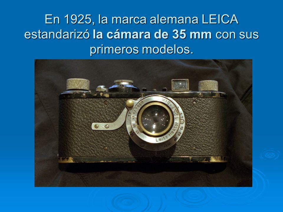 En 1925, la marca alemana LEICA estandarizó la cámara de 35 mm con sus primeros modelos.