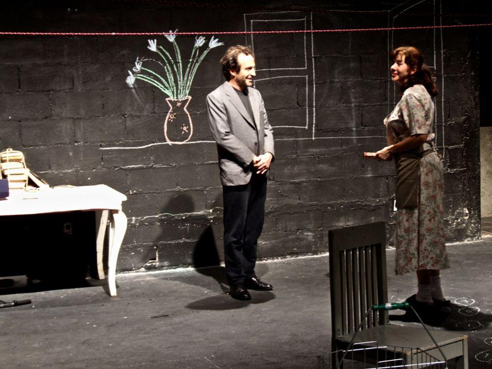Curriculum Reparto: Laura Almela es egresada del Centro Universitario de Teatro.