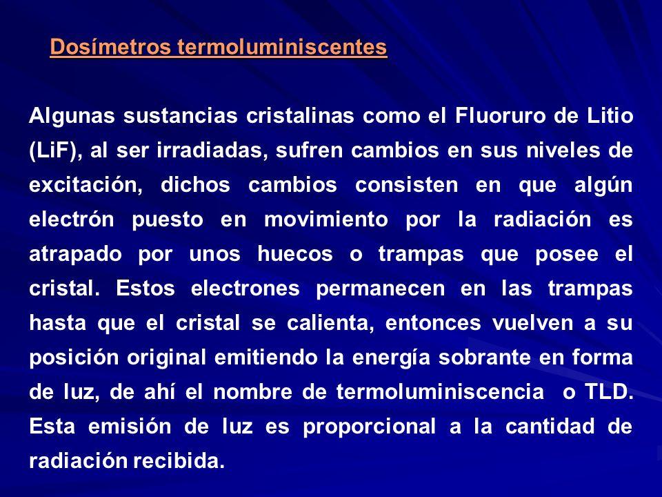 Dosímetros termoluminiscentes Algunas sustancias cristalinas como el Fluoruro de Litio (LiF), al ser irradiadas, sufren cambios en sus niveles de exci