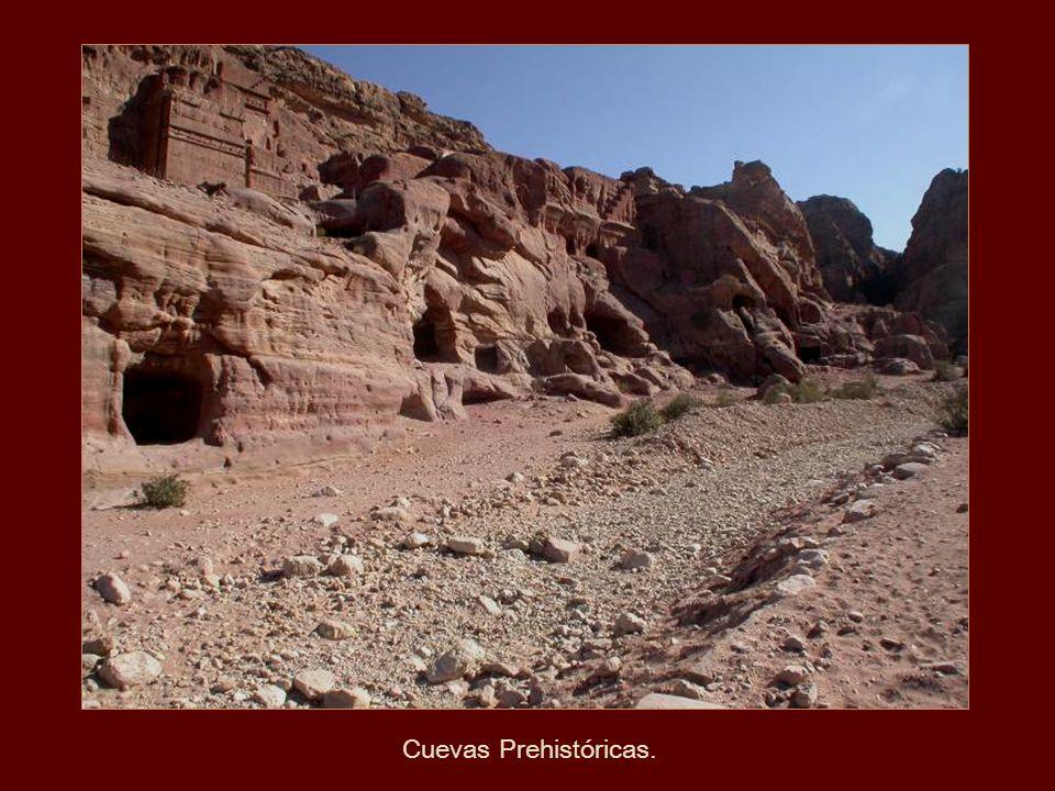 Formaciones absolutamente fantásticas que ofrecen las paredes de las montañas.