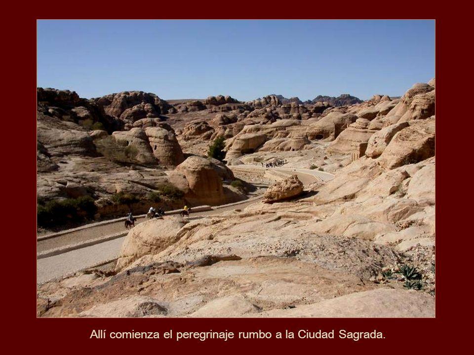 Petra y su región de influencia florecieron material y culturalmente, debido al incremento en el comercio gracias a la fundación de nuevas ciudades co