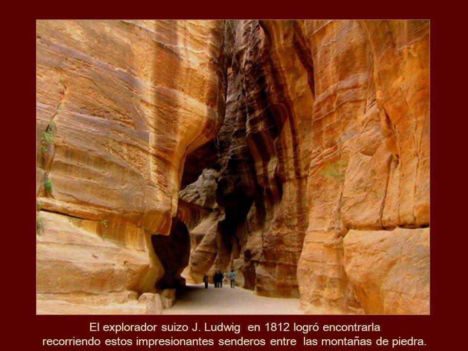 Asombrosas las formas de Piedra arenisca a lo largo del Sik, el paso sagrado.