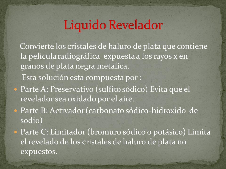 Elimina o disuelve de la emulsión los cristales de haluro de plata que no fueron expuestos a los rayos x.
