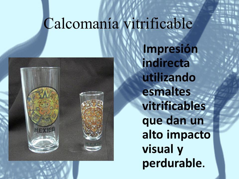 Calcomanía vitrificable Impresión indirecta utilizando esmaltes vitrificables que dan un alto impacto visual y perdurable.