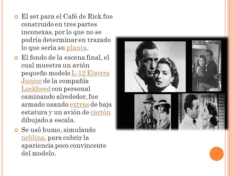 El set para el Café de Rick fue construido en tres partes inconexas, por lo que no se podría determinar en trazado lo que sería su planta.planta El fo