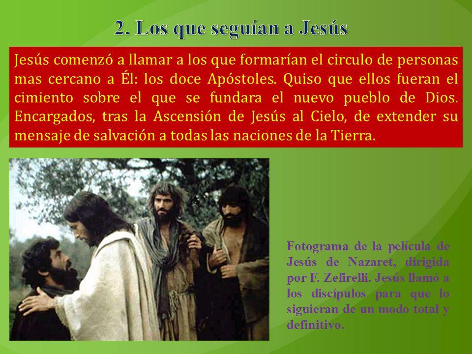 Jesús comenzó a llamar a los que formarían el circulo de personas mas cercano a Él: los doce Apóstoles. Quiso que ellos fueran el cimiento sobre el qu
