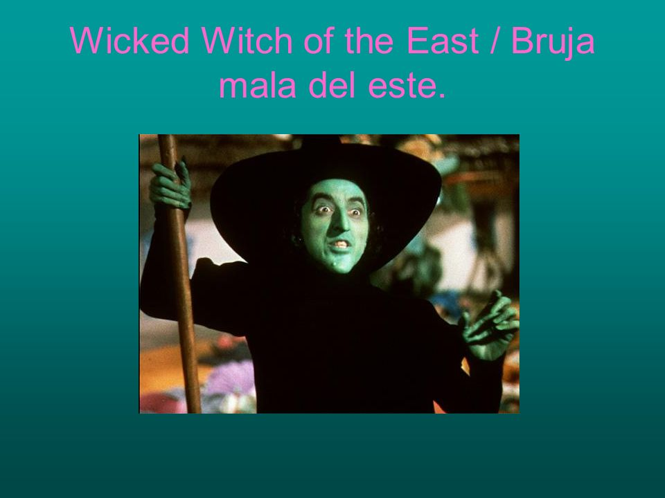 Wicked Witch of the East / Bruja mala del este.