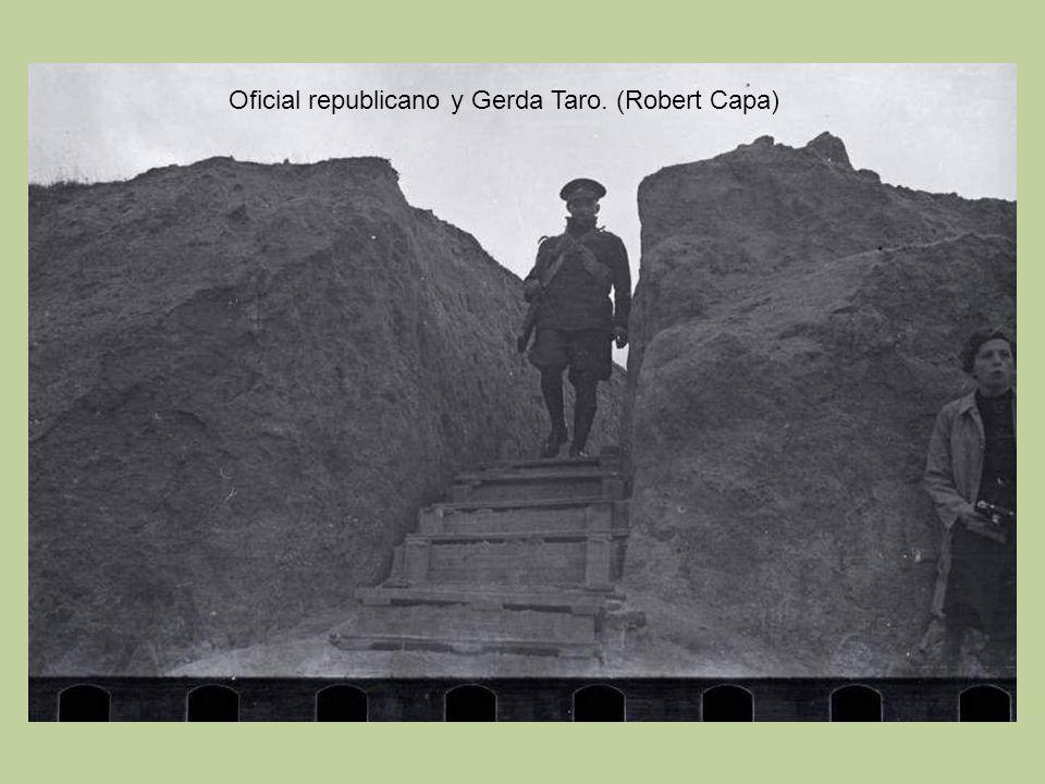 Oficial republicano y Gerda Taro. (Robert Capa)