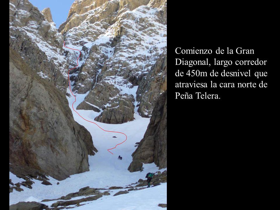 Comienzo de la Gran Diagonal, largo corredor de 450m de desnivel que atraviesa la cara norte de Peña Telera.