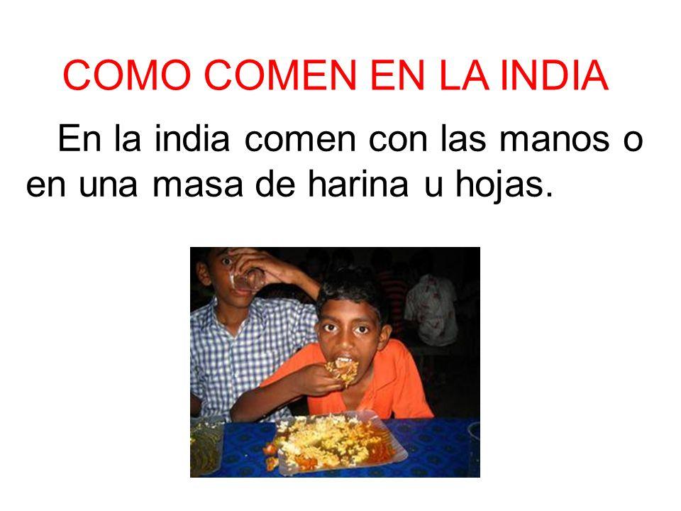 Thali.. consiste en un menú servido en una bandeja metálica con diversos compartimentos o recipientes, llenos de algunos de los alimentos anteriorment