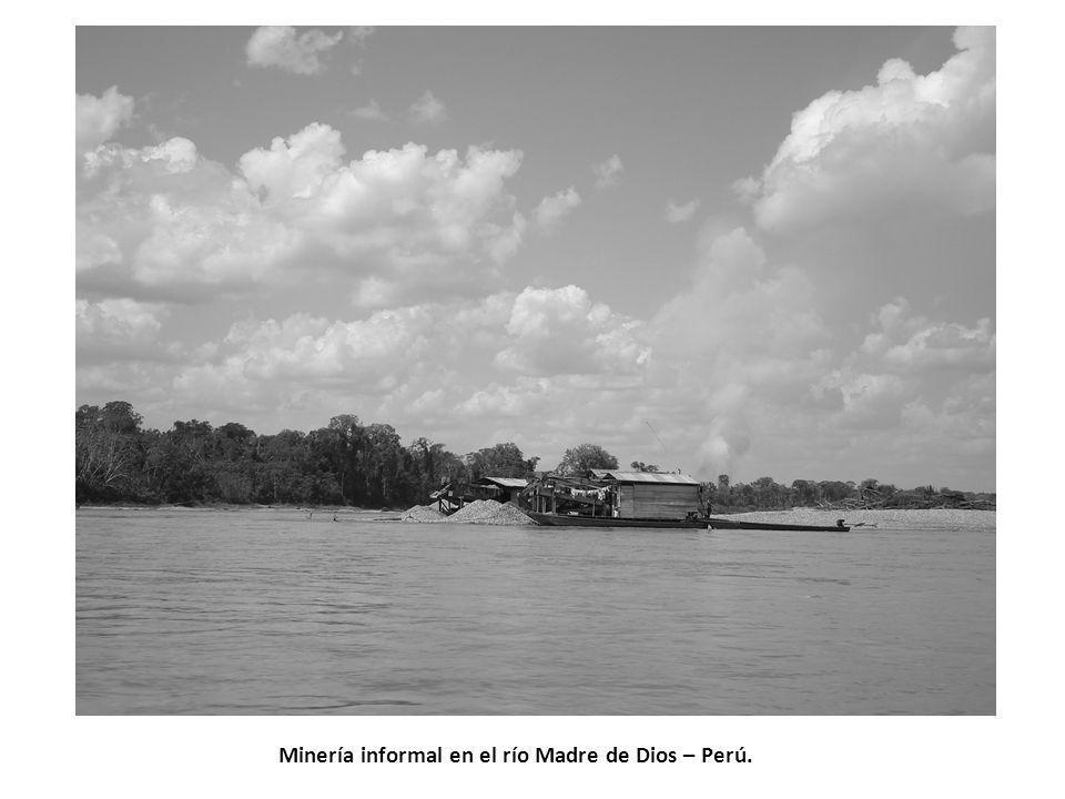 Minería informal en el río Madre de Dios – Perú.
