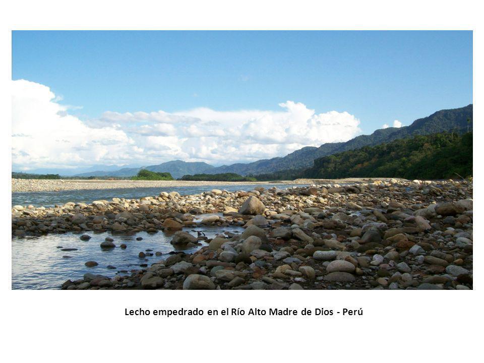 Lecho empedrado en el Río Alto Madre de Dios - Perú