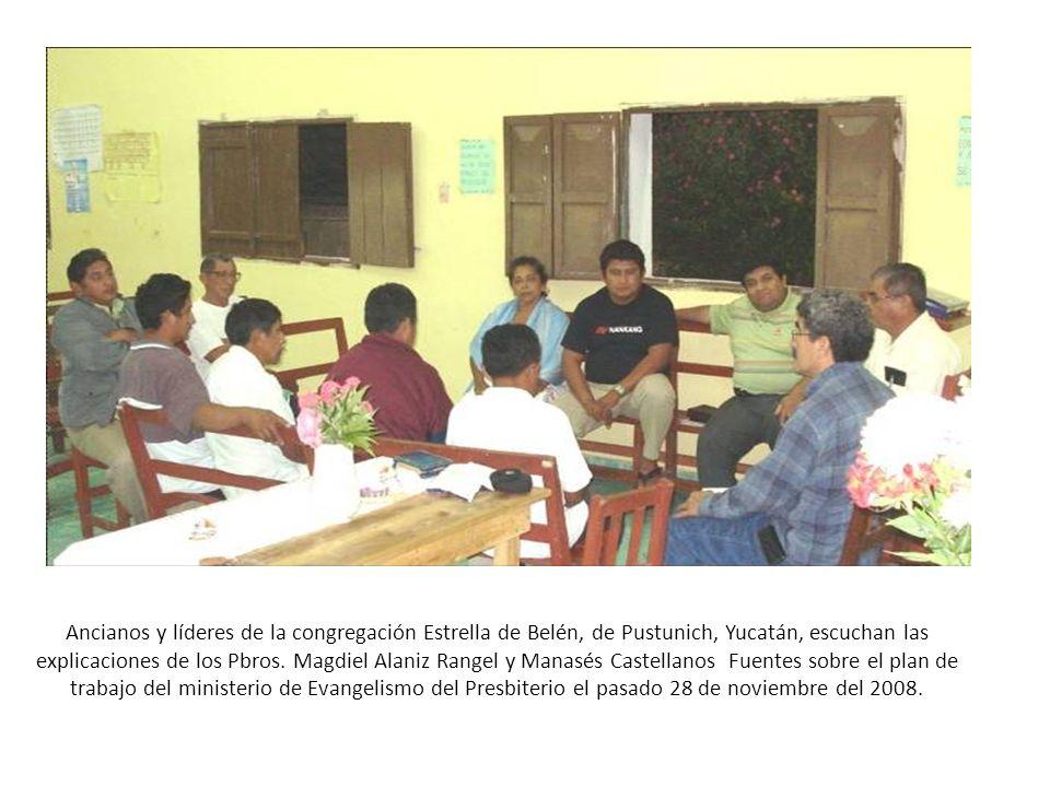 Ancianos y líderes de la congregación Estrella de Belén, de Pustunich, Yucatán, escuchan las explicaciones de los Pbros. Magdiel Alaniz Rangel y Manas