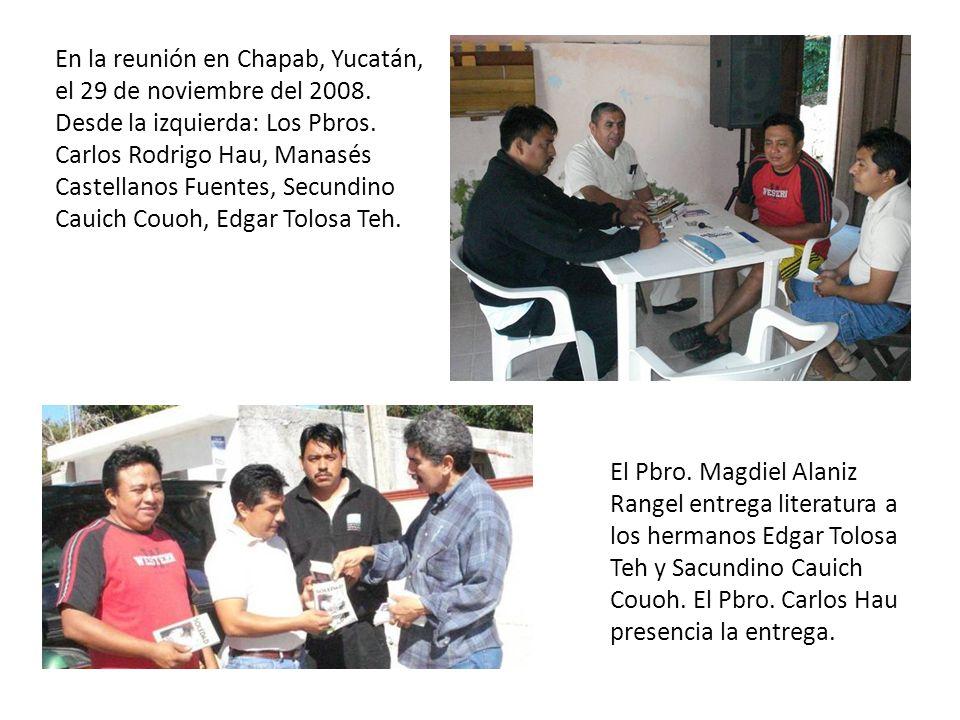 En la reunión en Chapab, Yucatán, el 29 de noviembre del 2008. Desde la izquierda: Los Pbros. Carlos Rodrigo Hau, Manasés Castellanos Fuentes, Secundi