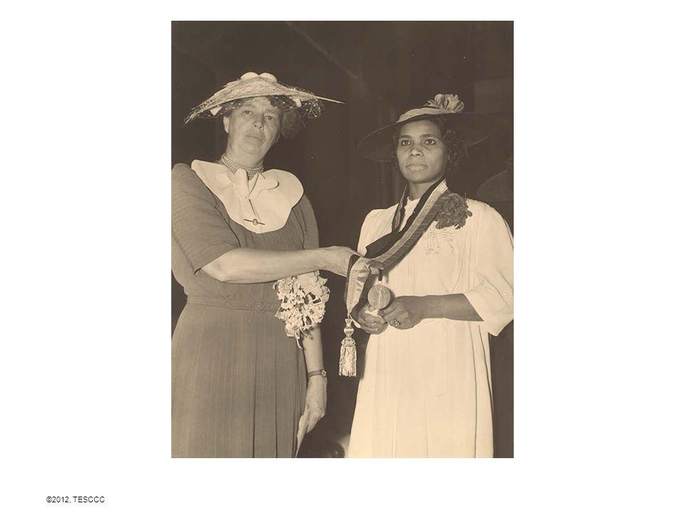 www.fdrlibrary.marist.edu/photos.html Orden correcto: ID de la bibliotecaFecha de la fotoTitulo 8046 4/30/1889 Eleanor Roosevelt con su padre en NY 482242800/0/1898 Eleanor en una foto de la escuela 7420(469)0/0/1910 Franklin D.