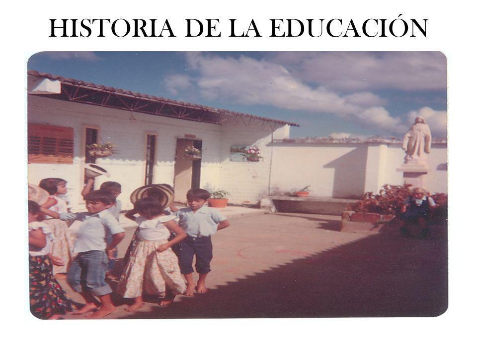 PRIMARIA En el año de 1955 inicia la educación primaria en la escuela Rural Alternada Vegachí, en la finca Llano Grande, la primera educadora fue la señora MARÍA PARRA.