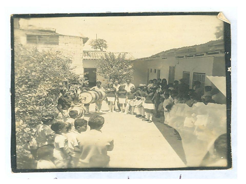 Culminando el año 1968 se completo la primaria y se inauguró la planta física con el nombre de Escuela Urbana Daniel Peláez Restrepo.