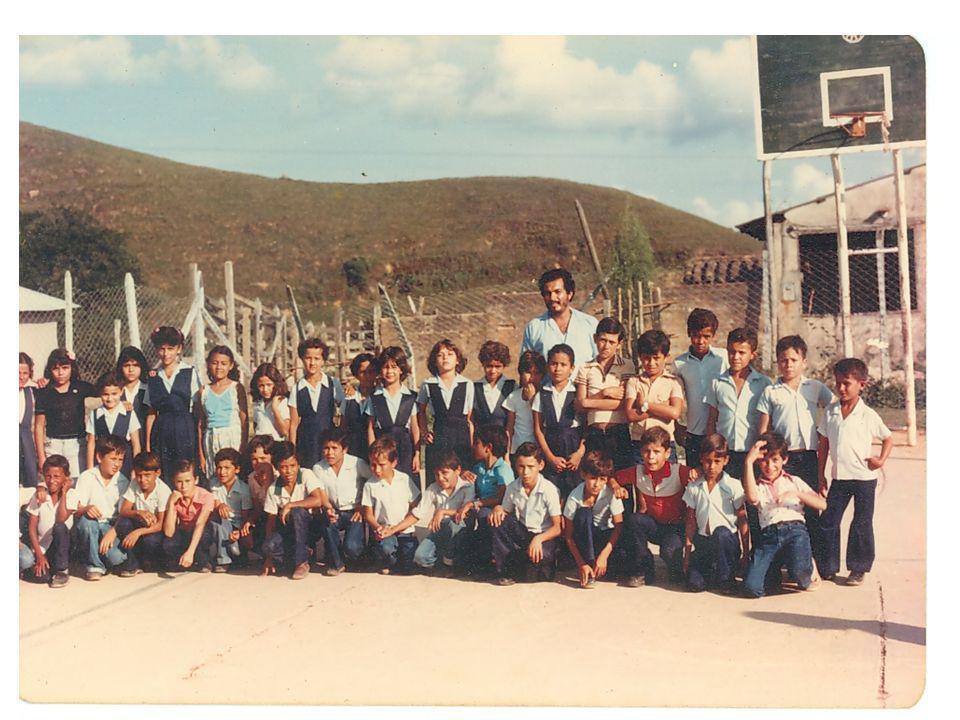 HISTORIA SECUNDARIA El bachillerato dio inicio 1969 en una aula de la escuela, como Liceo Integrado Vegachí.