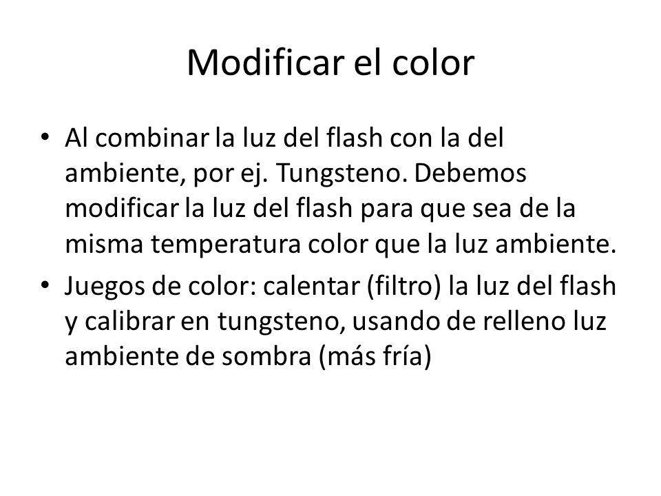 Modificar el color Al combinar la luz del flash con la del ambiente, por ej. Tungsteno. Debemos modificar la luz del flash para que sea de la misma te