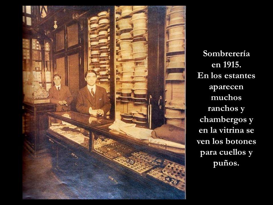 Vendedora de pescado con su gorro, y los clásicos zuecos de madera que usaban todos los que estaban en este negocio. Foto 1924.