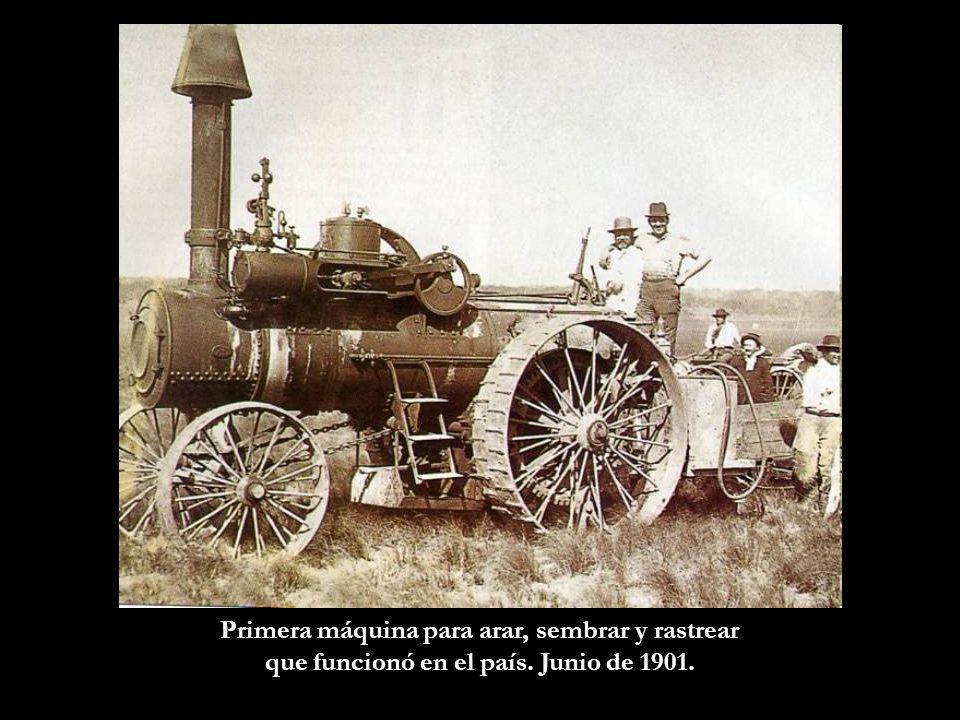 Cortejo fúnebre de alrededor de 1930. El carruaje era tirado por 6 caballos.